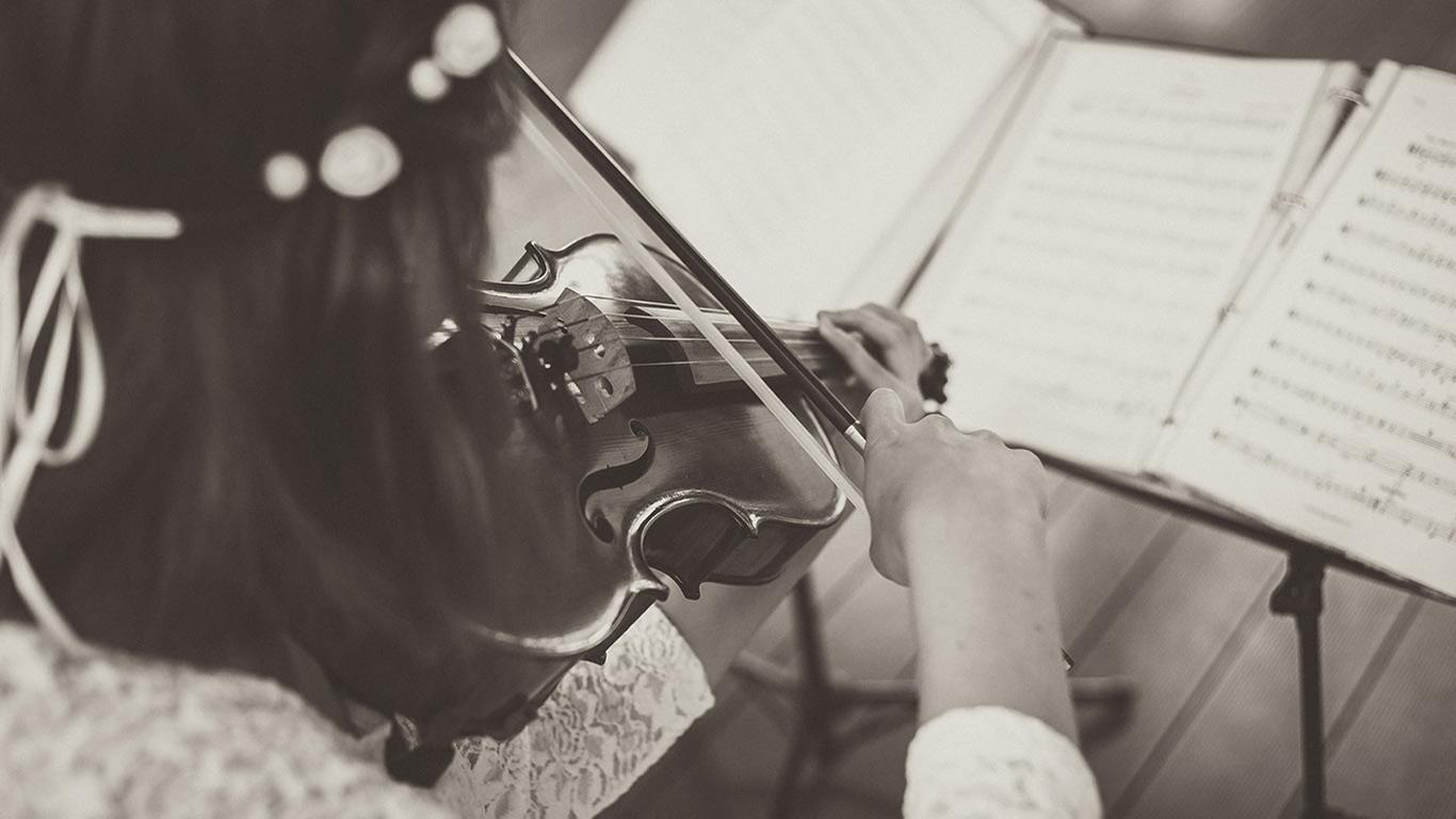 Black and white photo of person playing violin