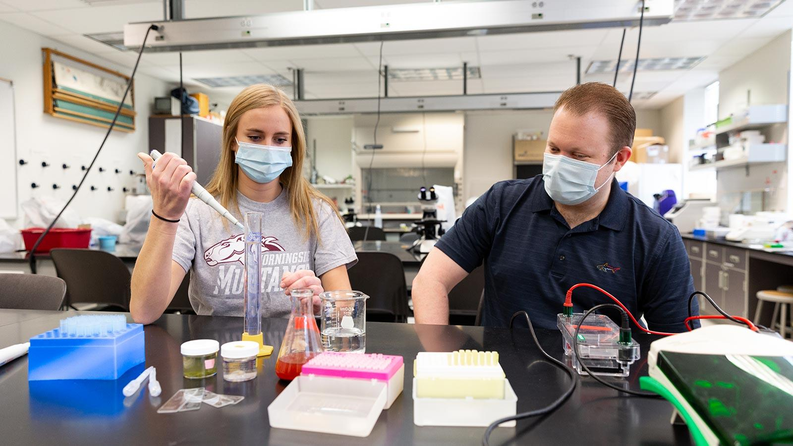 Tenly Hansen and Dr. Chad Leugers working in a lab at Morningside.